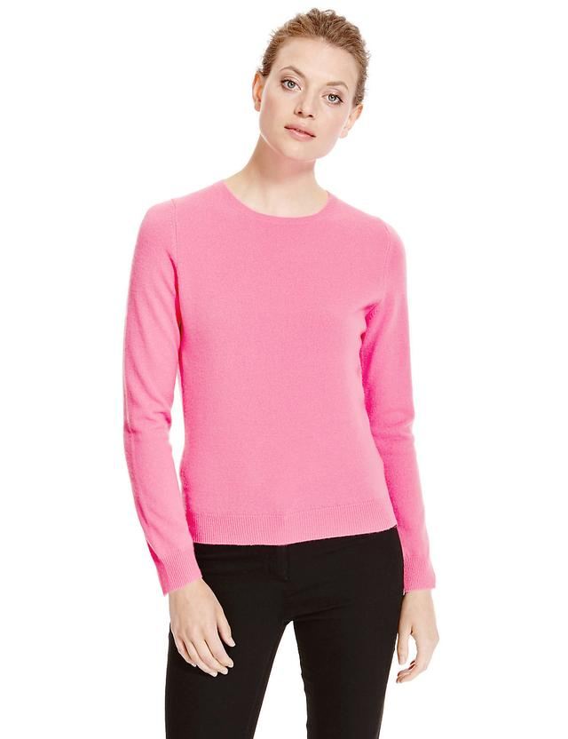 We've designed and created sweaters, jumpers and cardigans for a woman's every occasion, asking ourselves what would be necessary, practical and pleasant to wear. Today, we can offer a vast selection of our best styles in only the finest % cashmere. Quality knitwear at excellent prices, which we produce especially for you.