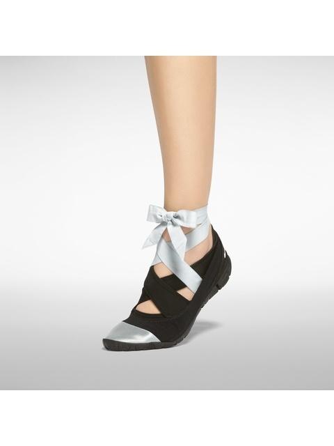 6cf310bcbde ... STUDIO WRAP PACK PREMIUM THREE-PART FOOTWEAR SYSTEM Endource   feeldesain Nike ...