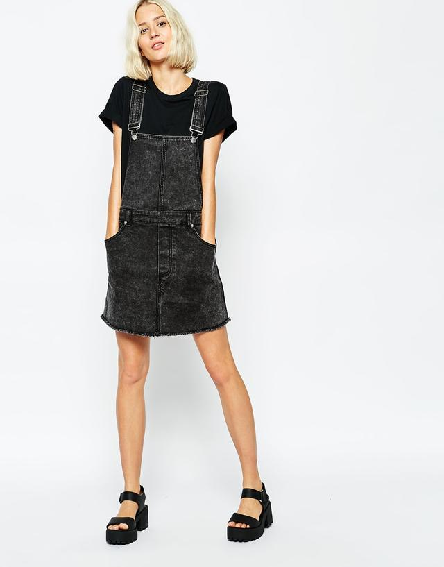 Discover pinafore dresses at ASOS. Shop our collection of dungaree dresses, from denim dungarees to stylish plaid, cord and jersey pinafore styles.