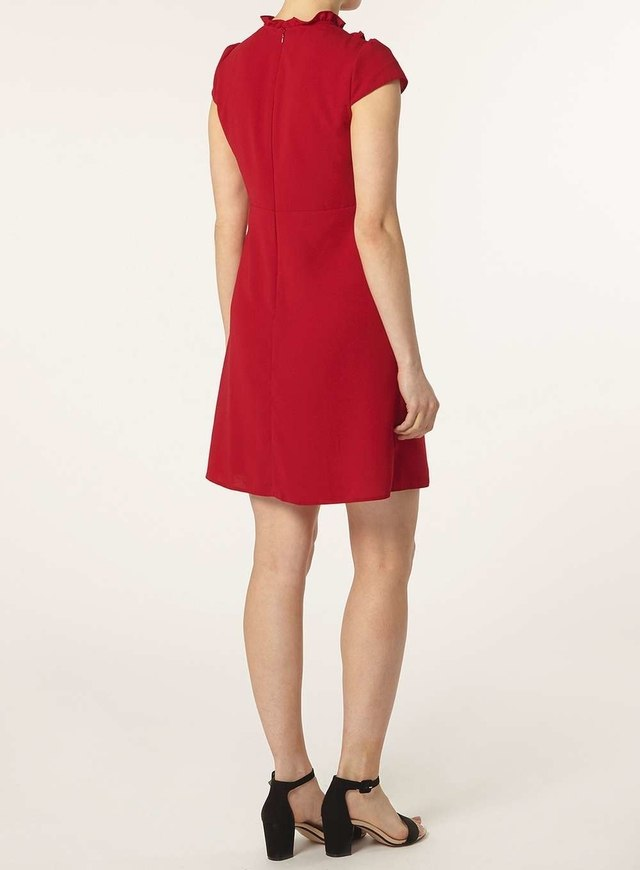 Dorothy Perkins offers unbeatable free shipping specials on select U.S. orders. If you're shopping from abroad, you'll be happy to know that Dorothy Perkins ships worldwide. Dorothy Perkins aims to be the first site you think about visiting when you think about buying new clothes.