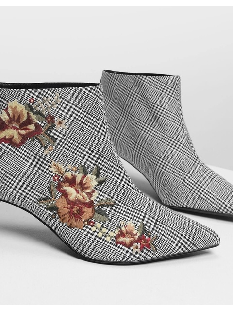 161324e78063 Floral Embroidery Kitten Heel Boots
